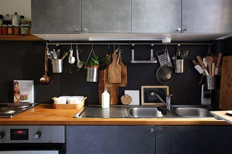 rangement torchons cuisine le rangement mural dans la cuisine maison