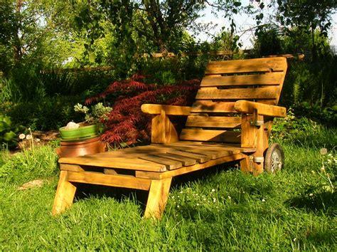 plan chaise de jardin en palette mobiliers de jardin construits en palettes recyclées