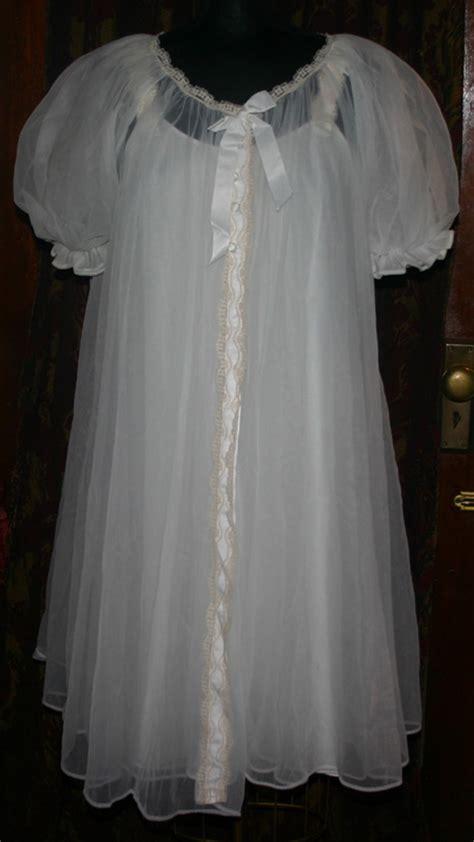 vintage  lisette white nightgown robe pegnoir set