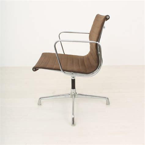 chaise vitra eames panton fauteuils design de maison