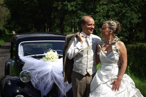 sur si鑒e voiture robe de mariée moyen de transport mariage souvenirs