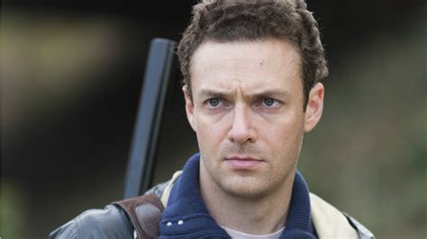 ross marquand walking dead impressions watch the walking dead s ross marquand do an hilarious