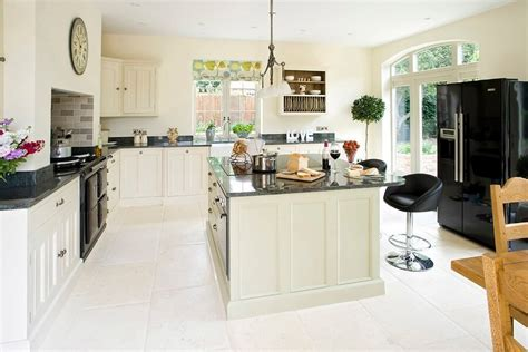 Handmade Kitchens ? Country Kitchens   Suppliers and