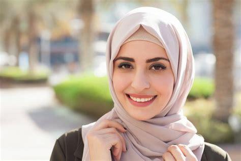 hijaber  busana  wajib dimiliki  kuliah hijabdreamcoid