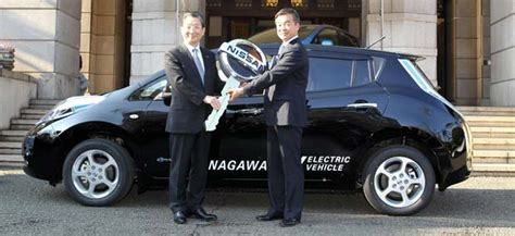 Nissan Delivers Leaf Electric Cars In Japan