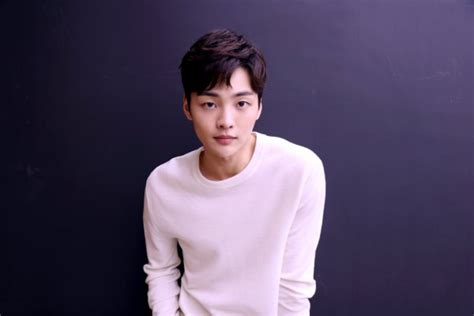 actor kim min jae set  embark  campus romance
