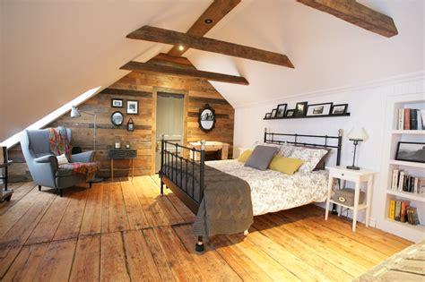 maison et travaux chambre la chambre mansardée d 39 une maison canadienne ancestrale