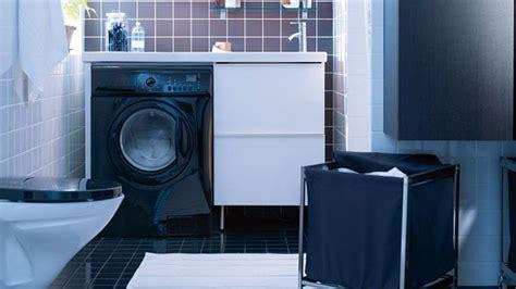 machine a laver dans la cuisine position de la prise électrique de la machine à laver et