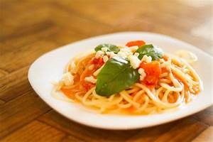 How to Make Spaghetti Sauce Using Parmesan Cheese: 8 Steps