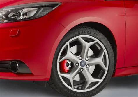 nuova ford focus st  anche  porte  station wagon