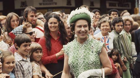 News Queen Elizabeth Queen Is Secret Gold In German Cnn