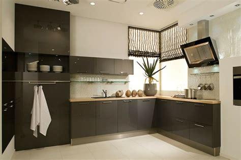 peinture aubergine cuisine cuisine gris anthracite 56 idées pour une cuisine chic