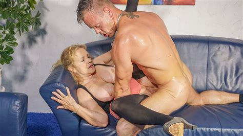Hausfrau Ficken German Granny Cheats With Younger Guy