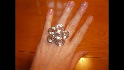 Cómo hacer un anillo de alambre con forma de flor