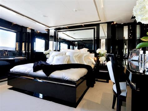 Awesome Black and White Bedroom Furniture : Black and