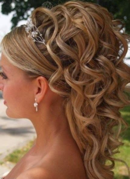 coiffure mariage bouclee mi long