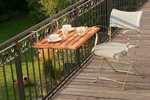 Table De Balcon Pliante : balcon avec une table pliante en bois am nagement ~ Melissatoandfro.com Idées de Décoration