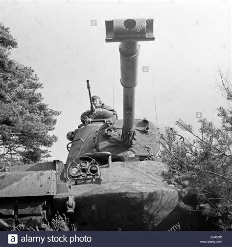 bundeswehr panzer kaufen ein leopard 1 panzer der bundeswehr auf dem truppen 252 bungsplatz 1950er jahre deutschland ein