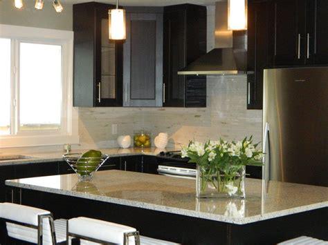 Using White Granite Countertops For Modern Kitchen
