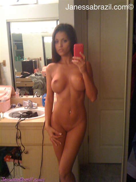 Amateur Busty Babe Janessa Brazil Self Nude Pics Nude