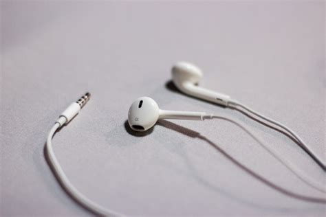 iphone earbuds iphone earbuds instead of bluetooth really site