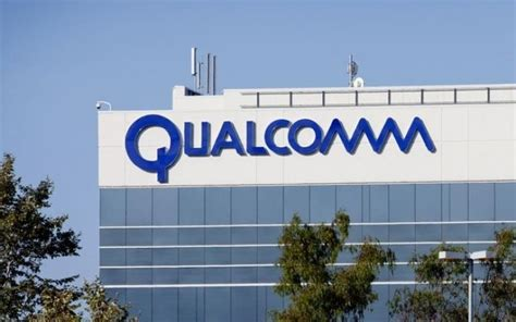 qualcomm fined 1 billion by the eu for paying apple