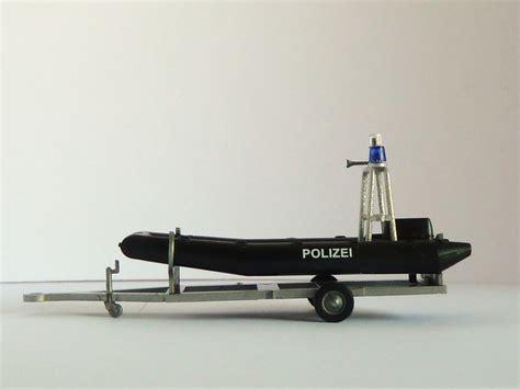 boot mit trailer polizei boot mit motor und aufbau auf trailer polizeimodelle shop de