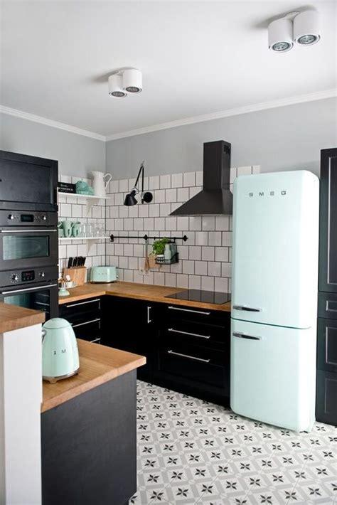 modern white kitchen backsplash best 25 modern retro kitchen ideas on