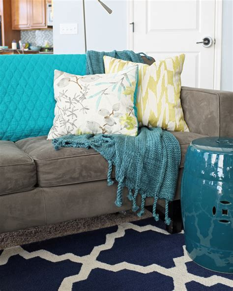 how many throw pillows on a sofa how and where to use throw blankets