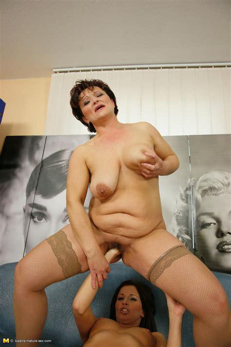 Hardcore Grannies Hot Babe Fisting A Horny Mature Slut