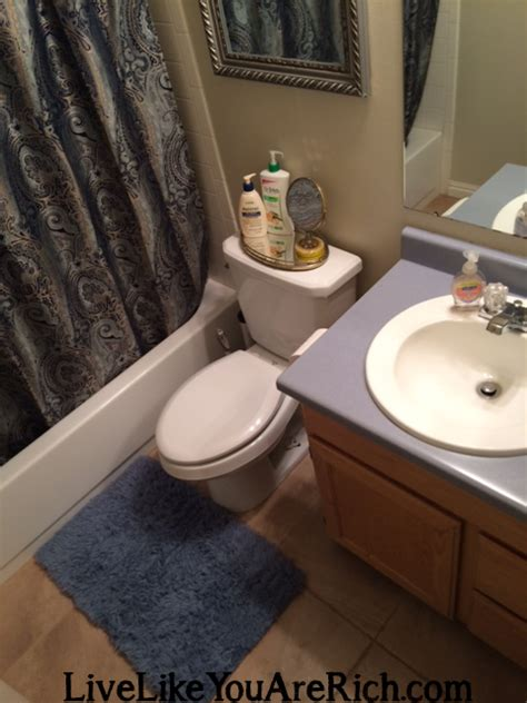 how do you clean a bathtub how to clean your bathroom in 7 minutes or less using
