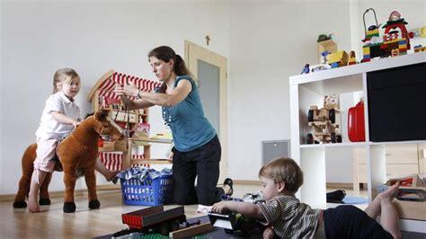 Femme Au Foyer Sans Enfant by 42 Des M 232 Res Au Foyer Auraient Souhait 233 Continuer 224