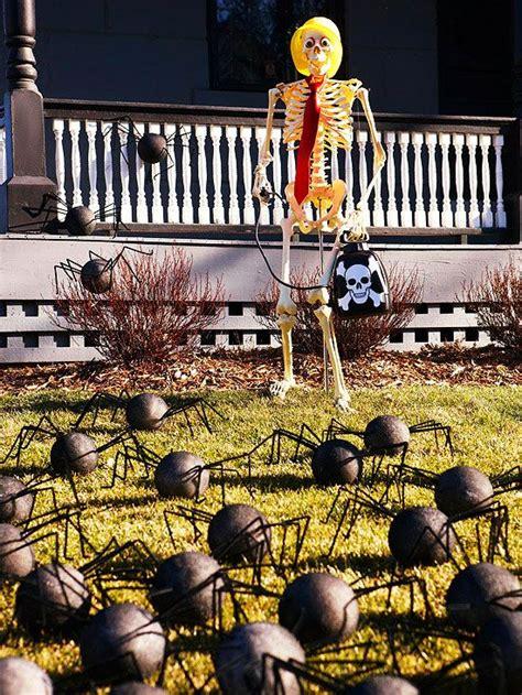 hilarious skeleton decorations   yard