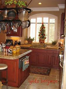 LYNDA BERGMAN DECORATIVE ARTISAN: KITCHEN CABINETS HAND ...