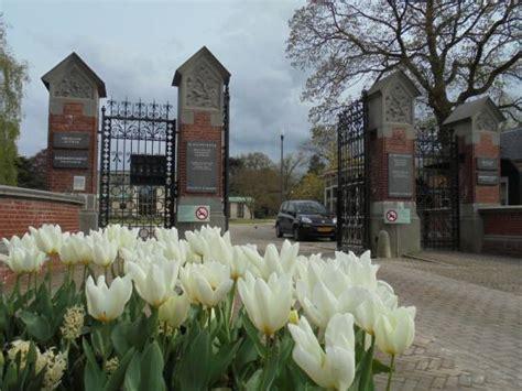Uitvaart Museum Amsterdam by Overblijfselen Na Crematie Links Ontplofte Pacemaker