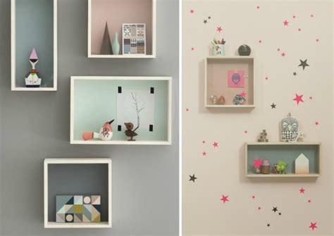 etagere murale pour chambre fille idées de déco chambre fille dans le style romantique très chic