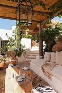 interesting mediterranean patio decor ideas 22 Artistic Mediterranean Outdoor Living Areas | House ...