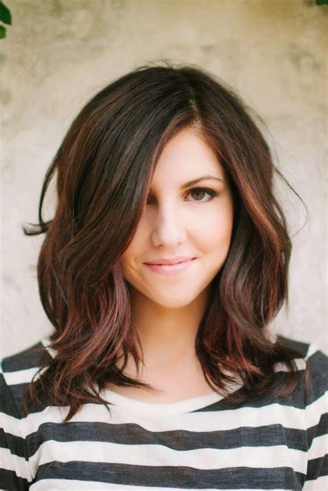 model rambut sebahu wanita  terbaru
