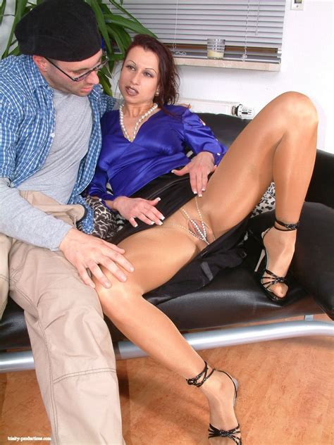 Horny Guy Seducing Glamour Mature Lady In Pantyhose And