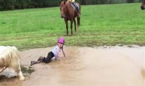 Horse decides to roll in the mud and throws little girl ...