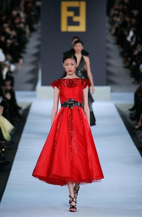 fendi great wall  china fashion show runway zimbio