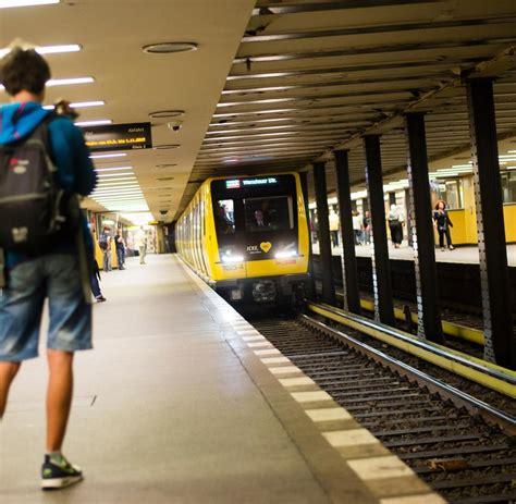 Prozess In Berlin Mann Zündet Jungen Frauen In Bahnhöfen