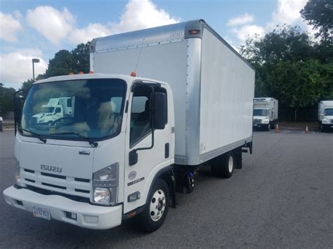 medium duty box trucks  sale  va penske