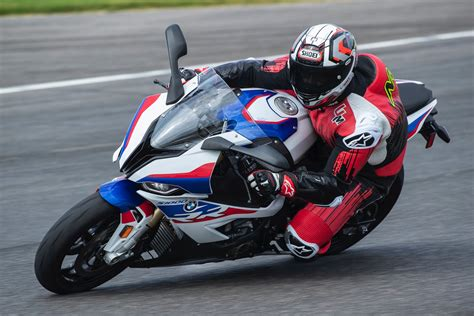 Bmw S1000rr 2020 by 2020 Bmw S 1000 Rr Review 19 Fast Facts From Barber