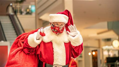 Santa Claus arrives at Bridgewater Commons — with COVID-19 ...