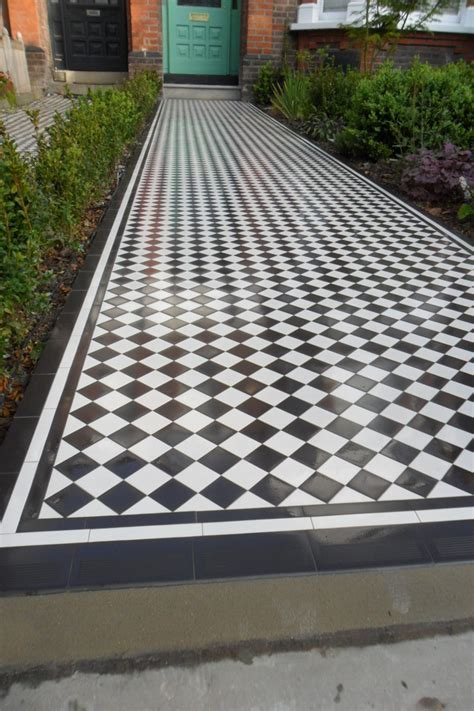 Checkerboard   Black and White Victorian Pathway NW66DA