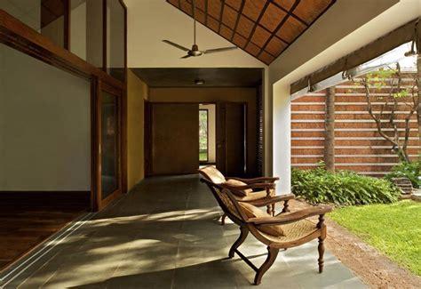 Sandeep Khosla & Amaresh Anand Bellad House   garden sit