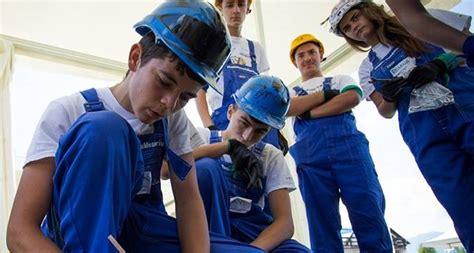 Asta i Romania 2016 Tara interlopilor care ne rad in nas! Urmareste un reportaj - video dailymotion