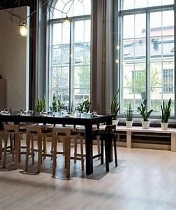 Salle a manger table noire idee chaise bois moderne ideeco for Idee deco cuisine avec chaise salle a manger noire design