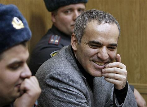 Saeimas politiķu vairākums piesardzīgi vērtē Kasparova ...